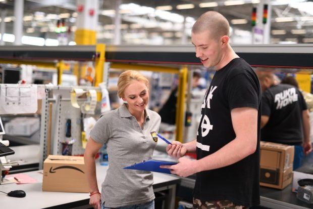 Amazon v Seredi zvyšuje mzdy