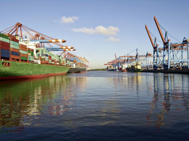 Najväčšia nákladná loď sveta zdolala svoju prvú plavbu