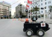 Proti koronavírusu nasadili v Tunise policajného robota