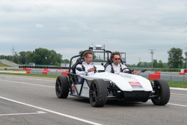 Minister Andrej Doležal otestoval autonómne vozidlo