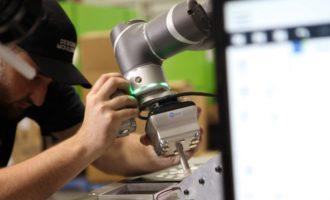 Uchopovač OnRobot VGC10 pomohol Designed Mouldings