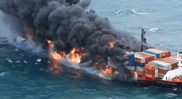 Potápajúca sa nákladná loď ohrozuje morský život