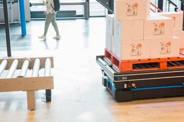CSi palletising spoločne sMiR plne automatizujú prepravu materiálu v FMCG priemysle